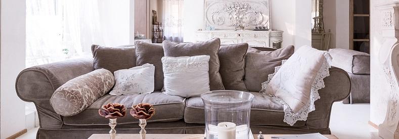 Cuscini da divano dieci idee originali simpatiche e creative for Prezzi per rivestire un divano