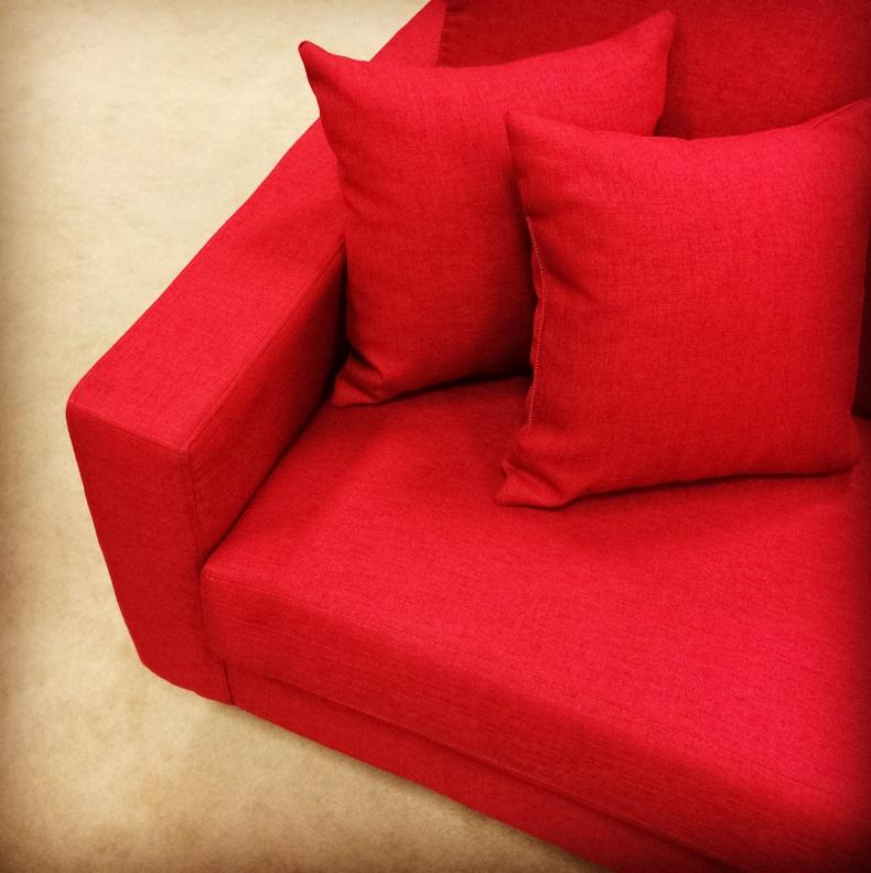 Divani in tessuto un sof per tutta la famiglia - Un divano per dodici ...