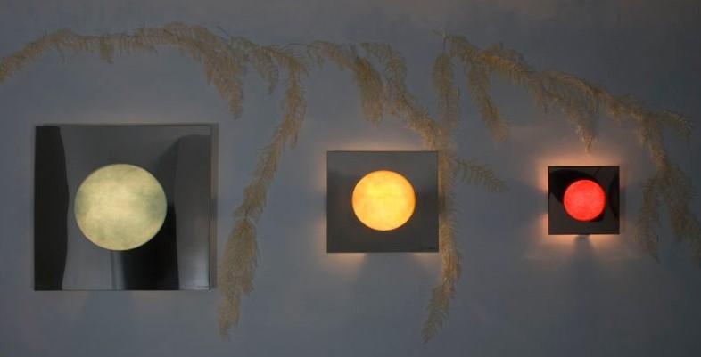10 idee per decorare la parete dietro il divano for Quadri minimal