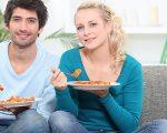 Cena sul divano: idee, consigli, ricette